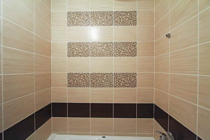 вариант яркого стиля укладки плитки в ванной комнате