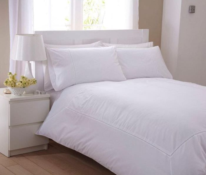 Пример белого постельного белья размера евро