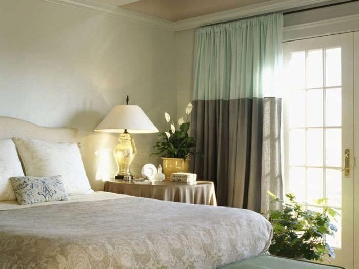 Занавески серо-голубого цвета в спальню