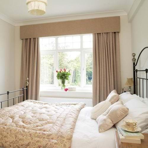 Занавески коричневого цвета в спальню в классическом стиле