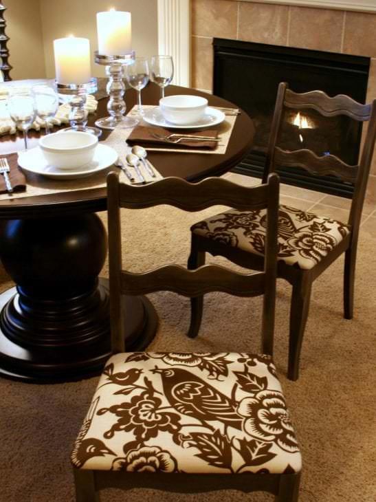 Чехлы с орнаментом на стулья для кухни