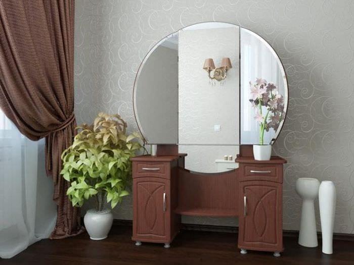 Стилистическое вливание туалетного столика с зеркалом в спальню