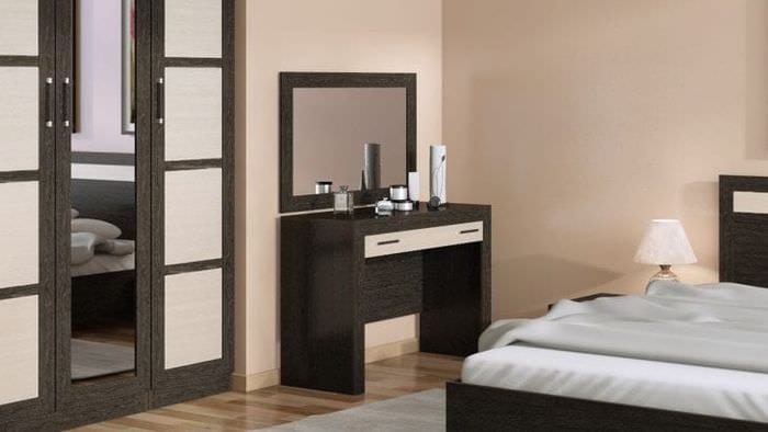 Вливание туалетного столика с зеркалом в спальню