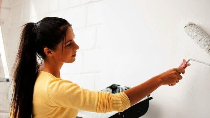 Быстрая и эффективная грунтовка стен валиком