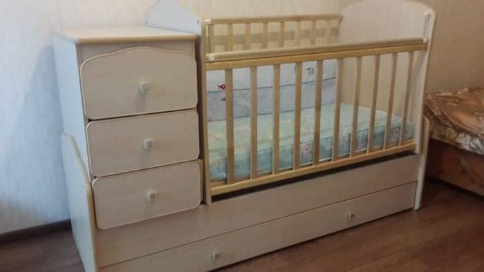 Детская кровать трансформер с пеленальным столиком