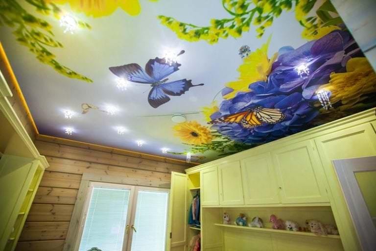 Интересный рисунок на потолок