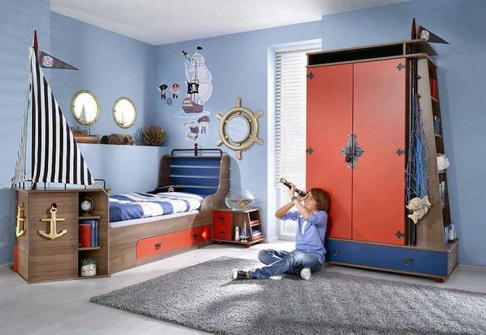Фото интерьера детской комнаты в морском стиле для мальчика