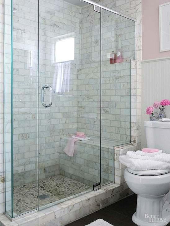 Функциональная душевая кабина для небольшой ванной комнаты