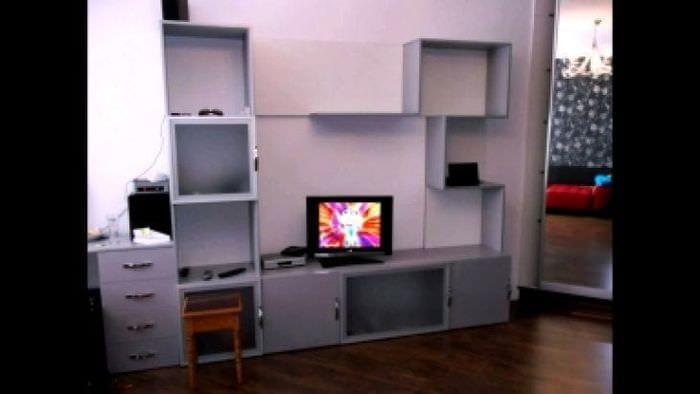 Функциональный декор для гостиной в стильной дизайне