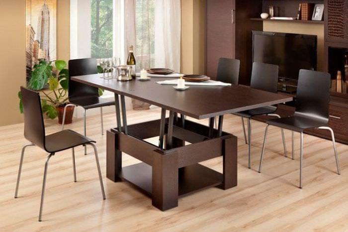 Многофункциональный стол – трансформер темного цвета