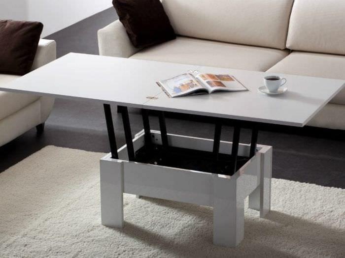 Функциональный стол – трансформер для небольшой гостиной