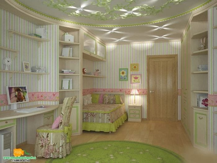 Яркий дизайн просторной детской комнаты