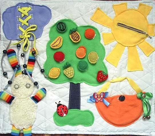Интересная идея развивающего коврика для малыша своими руками