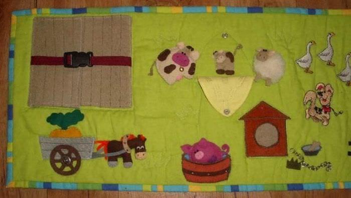 Развивающий коврик с кнопками и пуговицами для детей