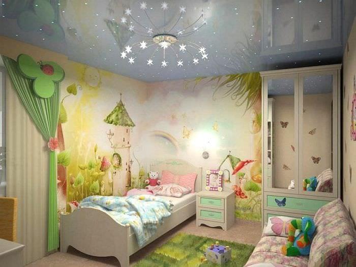Натяжной потолок с оригинальной подсветкой для десткой комнаты