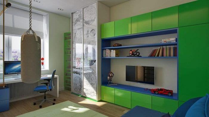 Яркий дизайн обоев в розовом и зеленом цвете для детской комнаты для девочек