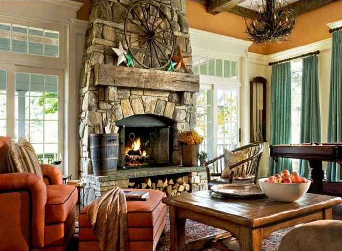 Дизайн камина для стилизованной гостиной деревенского дома
