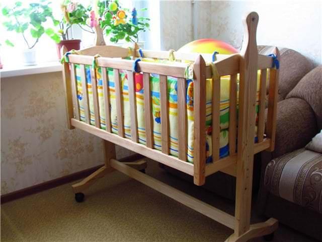 Комфортная и удобная кроватка для новорожденного