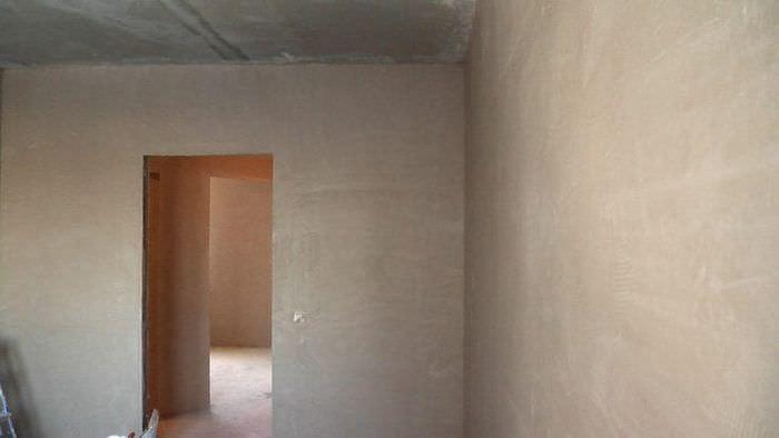 Легкий способ грунтовки стен жидкими смесями для поклейки обоев