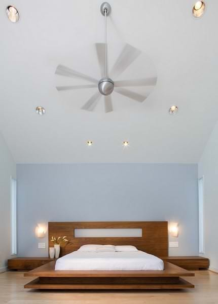 Светильники на стенах и потолке
