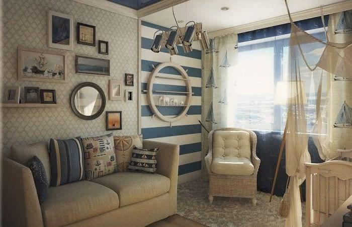 Небольшая детская комната в морском стиле для активного мальчика