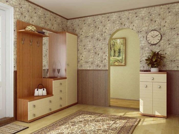 Обои для просторной и светлой прихожей в квартире