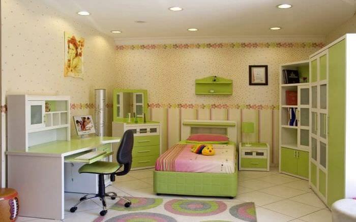 Обои для большой детской комнаты в зеленых тонах