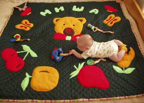 Изготавливаем оригинальный развивающий коврик для детей своими руками