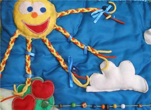 Плюсы изготовления развивающего коврика своими руками
