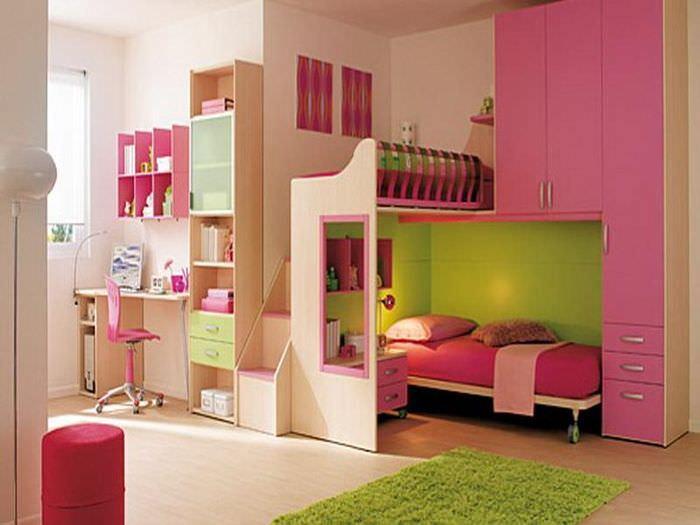 Детская комната с ярким декором