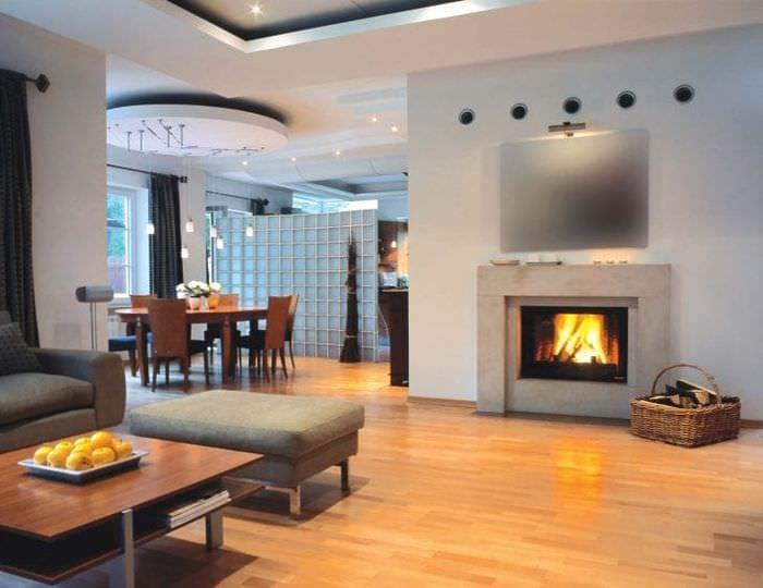 Современный дизайн камина для функциональной просторной гостиной