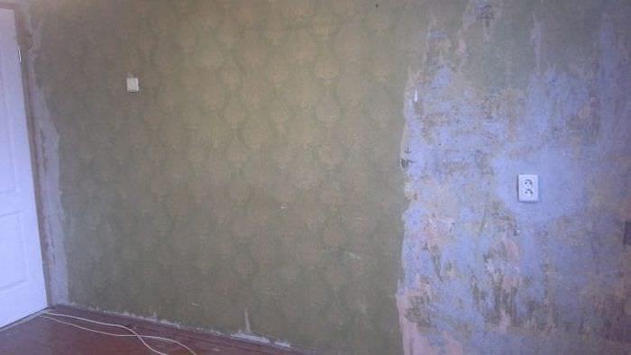 Способ грунтовки стены со старыми обоями для нанесения нового материала