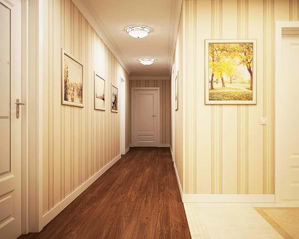 Светлые полосатые обои для большого коридора в квартире