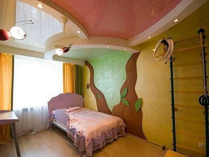 Натяжной потолок разного цвета для детской комнаты