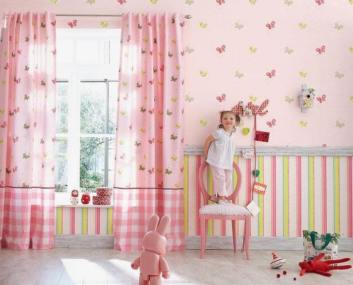 Выбираем фотообои для просторной детской комнаты в розовом цвете