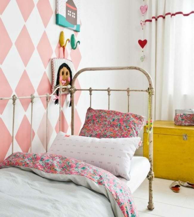 Выбираем фотообои красивого розового цвета в детскую комнату