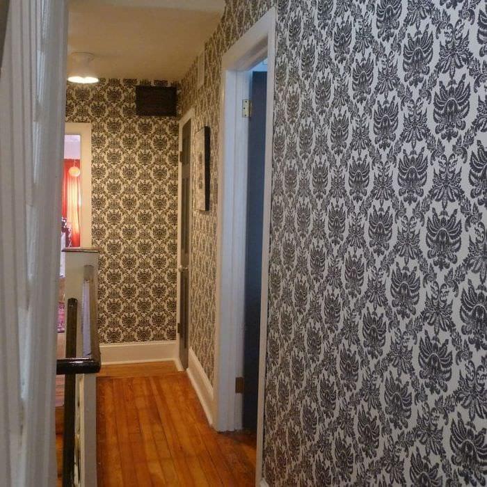 Выбираем обои темного оттенка для прихожей и коридора