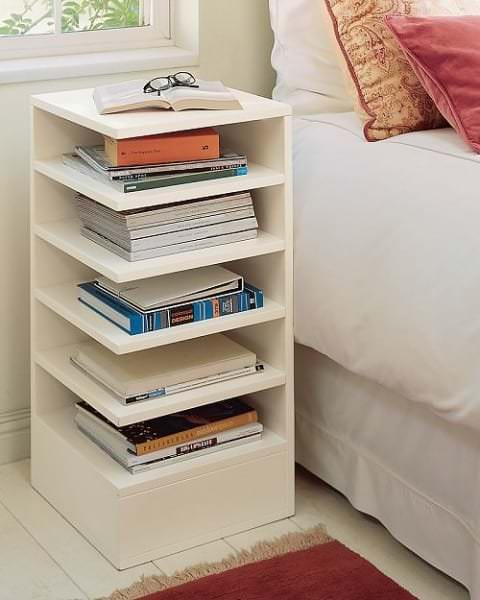 Стоит ли ставить столик в маленькую спальню?