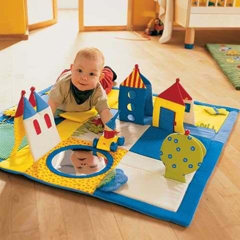 Развивающий коврик с накладными объемными деталями для ребенка