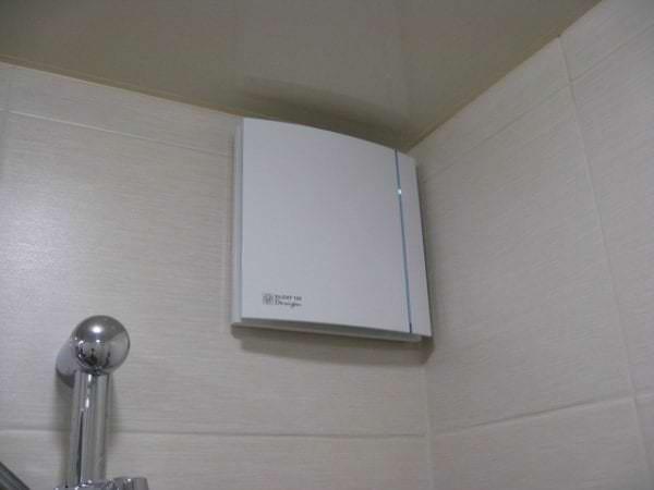 угловой вентилятор в ванную комнату