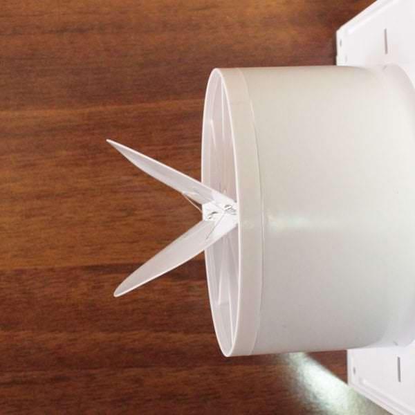 современный вариант вытяжного вентилятора в ванную