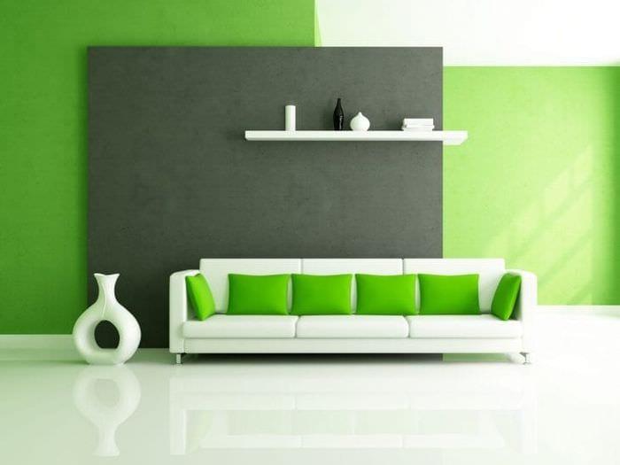 яркий диван в интерьере квартиры