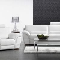 светлый диван в дизайне прихожей картинка