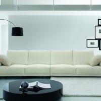 белый диван в стиле прихожей картинка