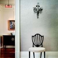 светлый плинтус из лдф в интерьере комнаты картинка
