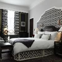 черные обои в интерьере гостиной в стиле электика картинка