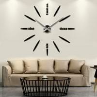 металлические часы в прихожей в стиле кантри фото