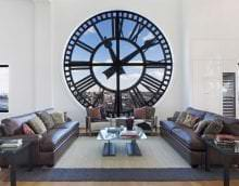 деревянные часы в кухне в стиле классика картинка
