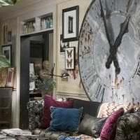 металлические часы в прихожей в стиле минимализм фото