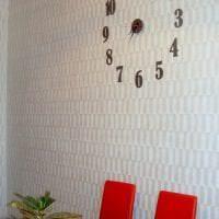 металлические часы в кухне в стиле кантри картинка
